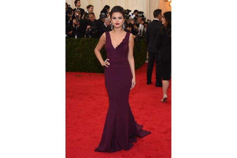 Selena Gomez: lady noir in diane von furstenberg
