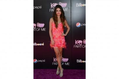 Selena Gomez: neo flapper girl look in emilio pucci