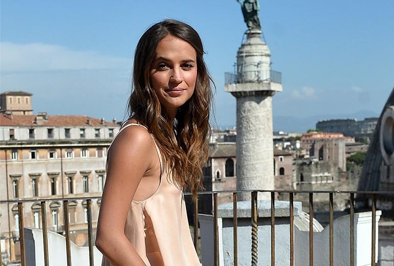 Alicia Vikander: i migliori look capelli
