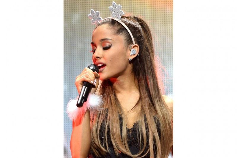 Ariana Grande capelli: accessori stravaganti
