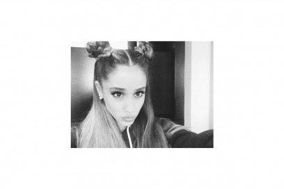 Ariana Grande capelli: mini chignon