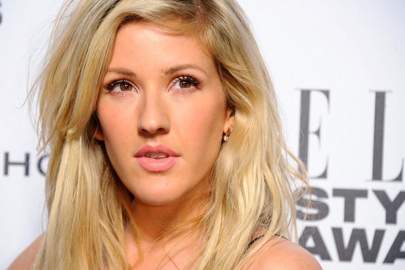 Ellie Goulding trucco: labbra luminose