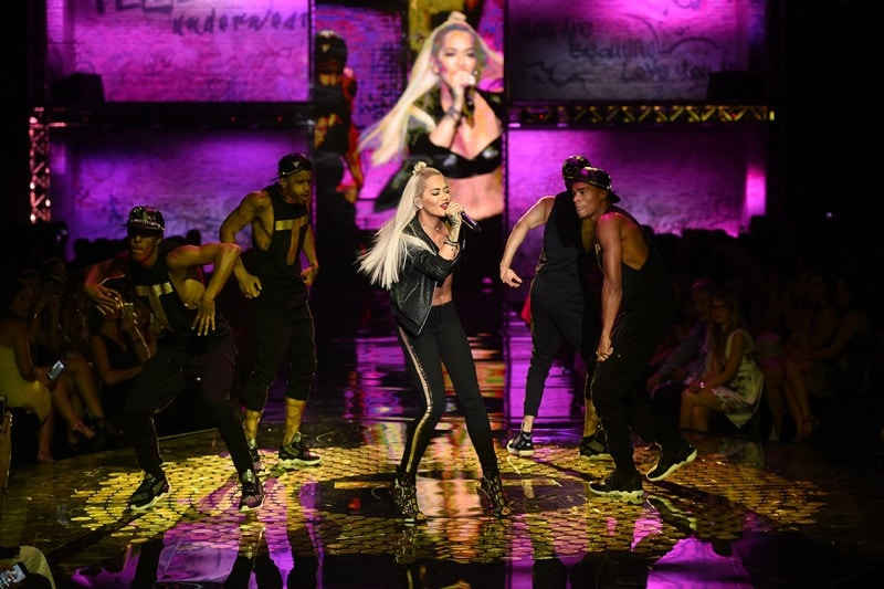 #tezenishow: la sfilata Tezenis con Rita Ora