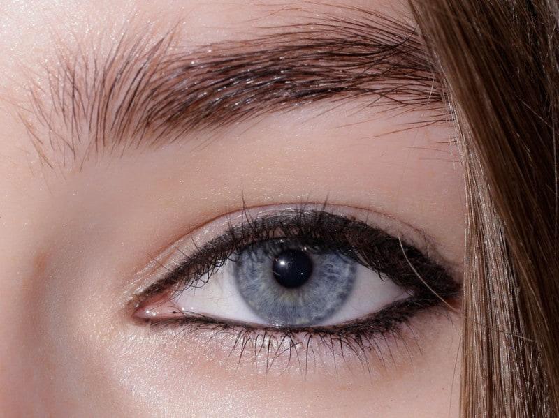 trend eyeliner AI 2