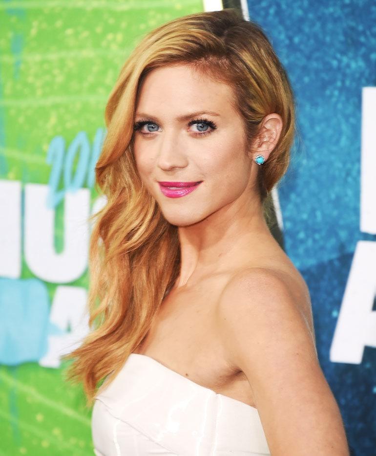 Brittany Snow onde glamour laterali