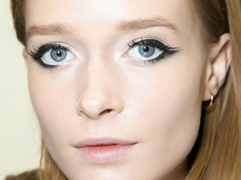 trend eyeliner AI 8