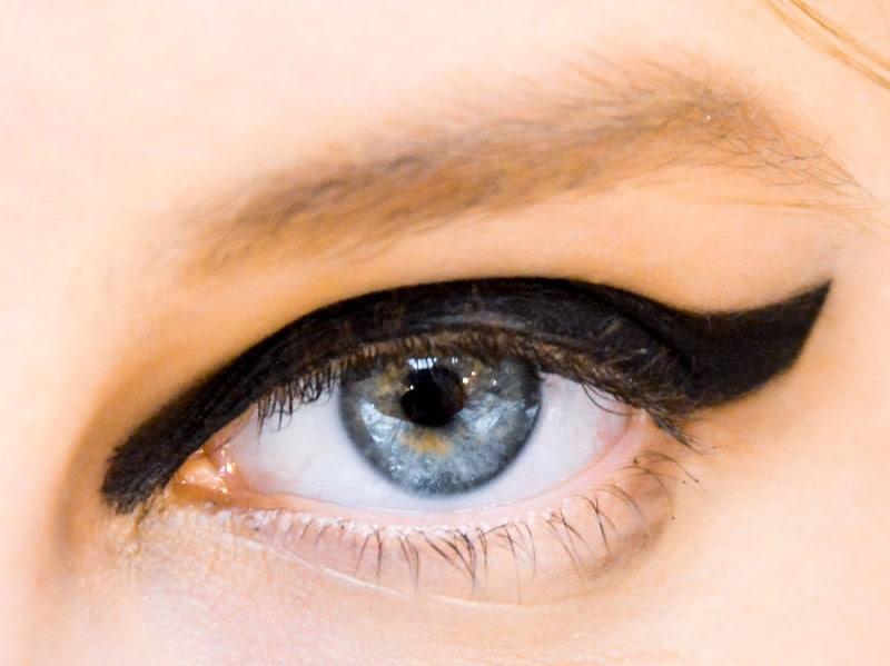 trend eyeliner AI 6