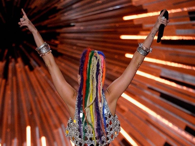 miley-cyrus-beauty-look-vma-2015-6