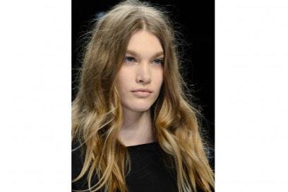 tendenze-capelli-lunghi-autunno-inverno-2015-2016-sfilata-Simonetta-Ravizza