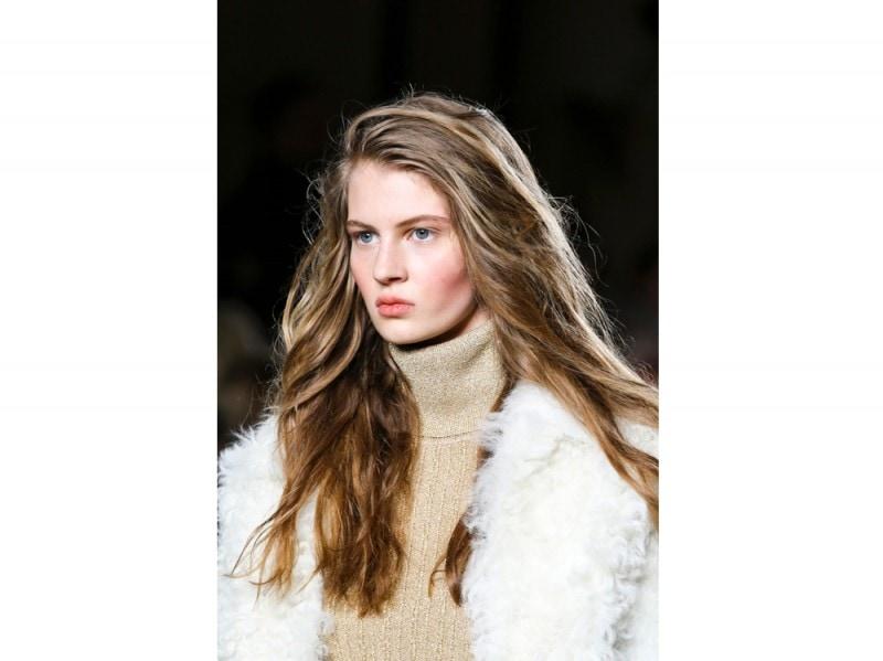 tendenze-capelli-lunghi-autunno-inverno-2015-2016-sfilata-Topshop-Unique