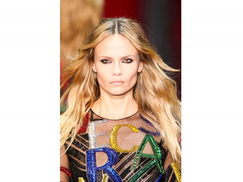 tendenze-capelli-lunghi-autunno-inverno-2015-2016-sfilata-Versace