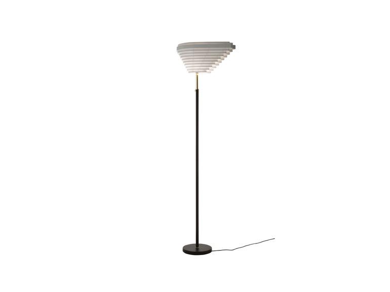 «A805», la lampada da terra disegnata da Alvar Aalto nel 1954