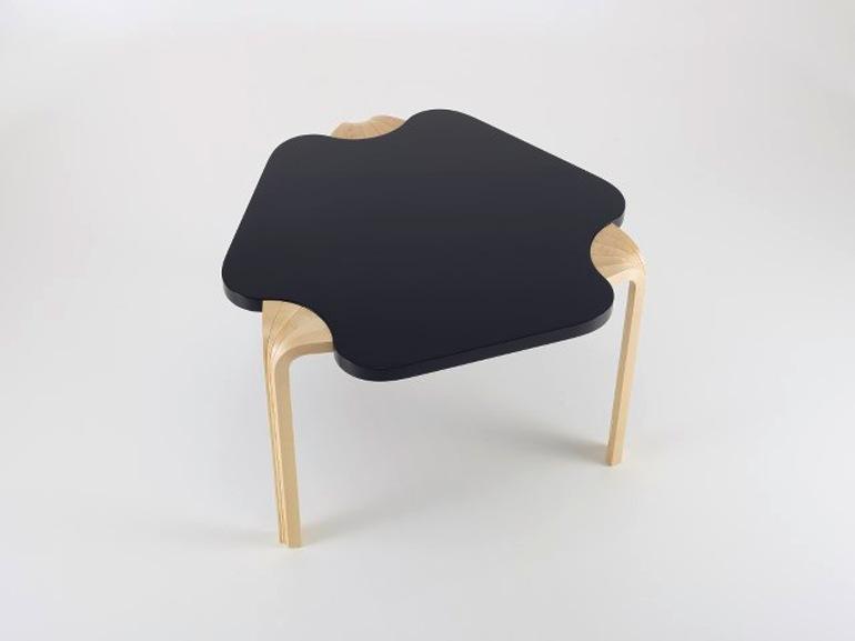 «Maison Carré Table», il tavolino realizzato per la Maison di Louis Carré nel 1958.