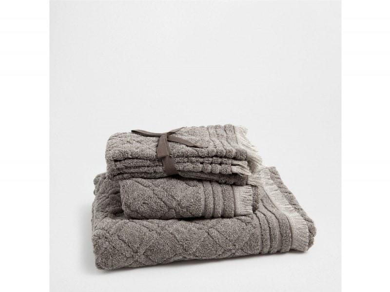 Asciugamani in cotone con decoro geometrico a rilievo