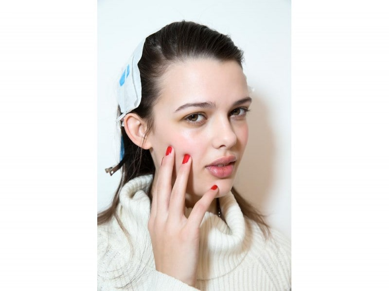 Barbara Casasola unghie rosse