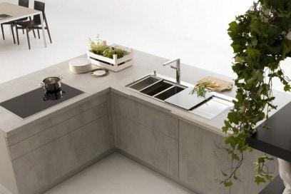 Contemporary lacquer / laminate kitchen