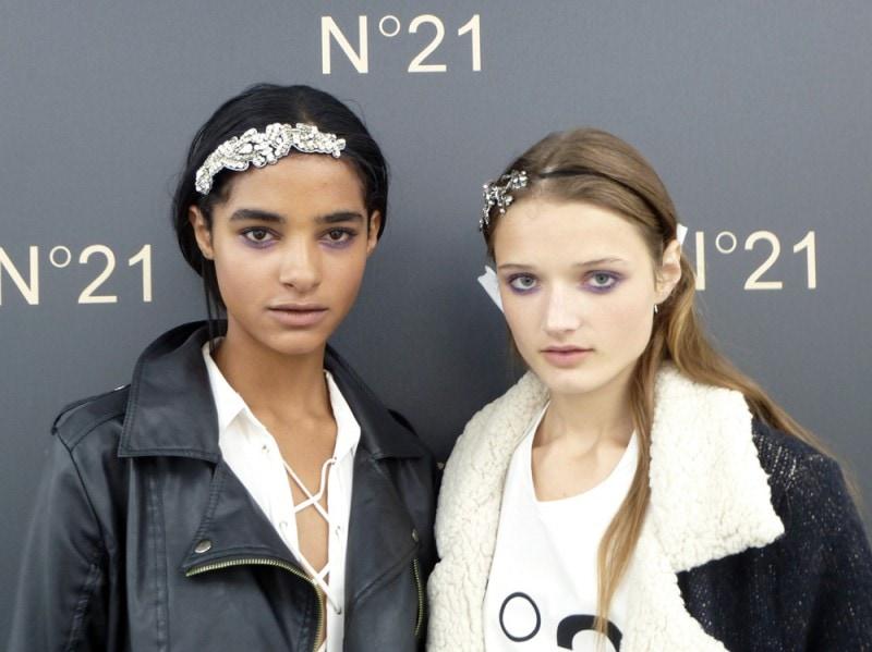 N21_Backstage-SS16-Girls-HairAndMUp1