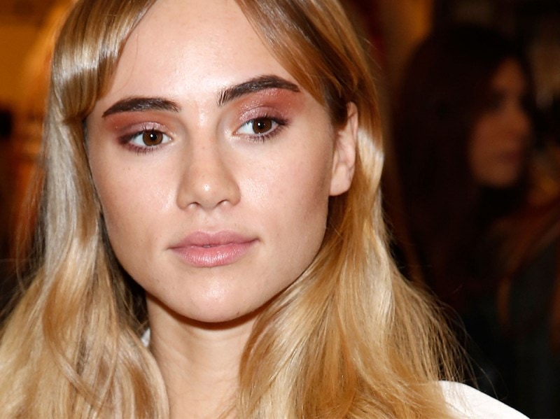 Suki-Waterhouse-make-up-2