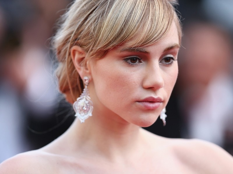 Suki-Waterhouse-make-up-3