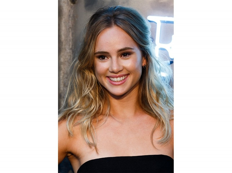Suki-Waterhouse-make-up-4