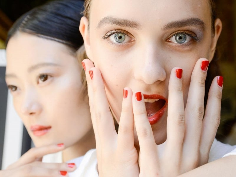 Yanina Couture unghie rosse
