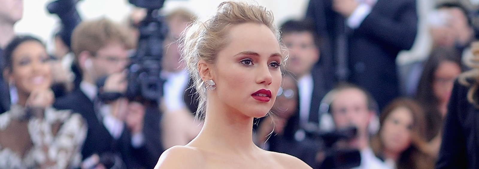 cover-suki-waterhouse-i-make-up-desktop