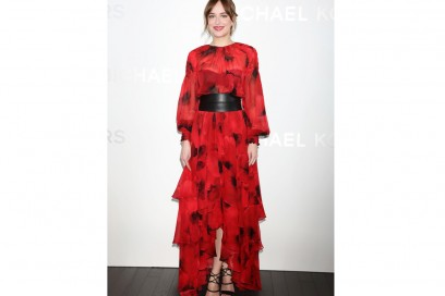 dakota-johnson-in-michael-kors-olycom