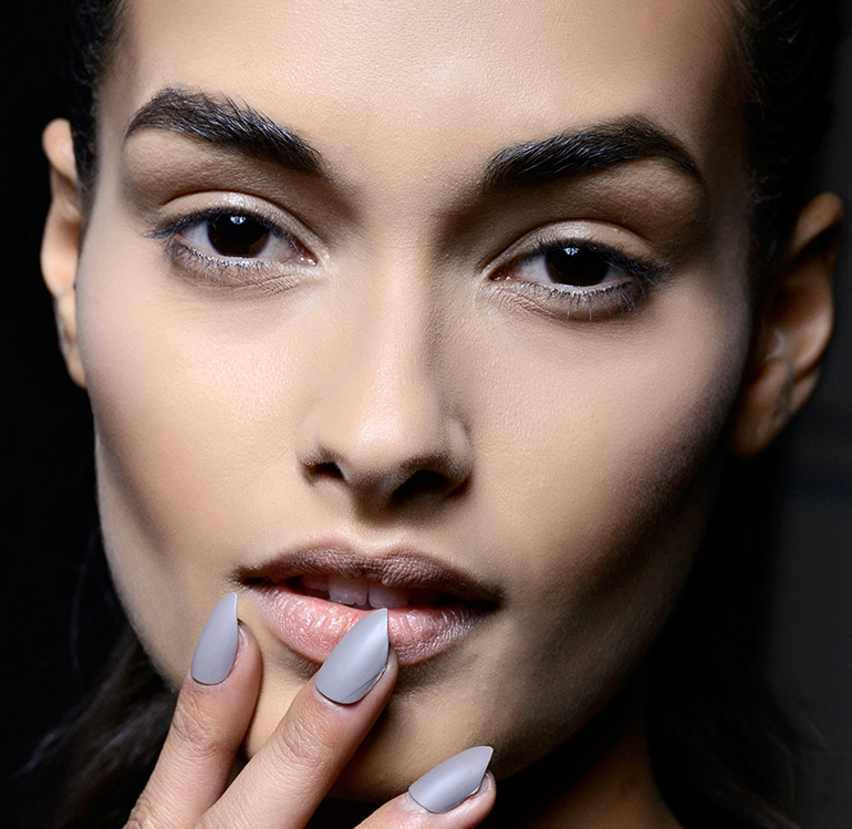 manicure-smalto-grigio-autunno-inverno-2015-2016-sfilata-August-Getty-Atelier