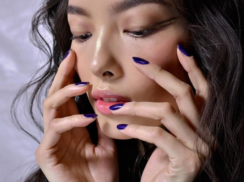 manicure-unghie-dark-autunno-inverno-2015-2016-sfilata-Anna-Sui