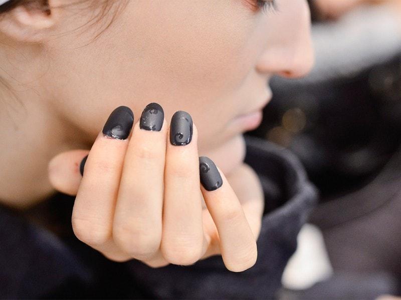 manicure-unghie-dark-autunno-inverno-2015-2016-sfilata-Antonio-Marras