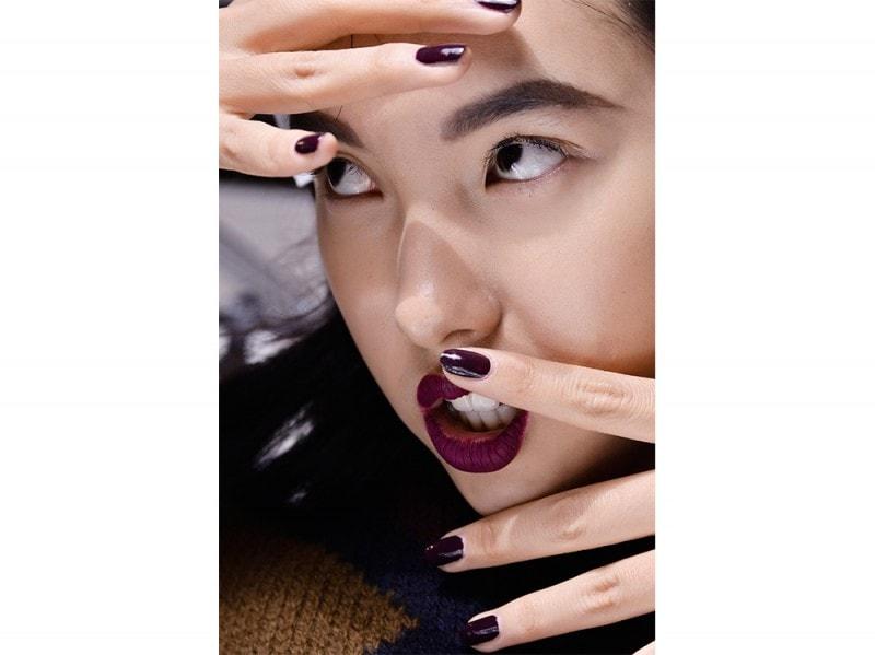 manicure-unghie-dark-autunno-inverno-2015-2016-sfilata-Ermanno-Scervino