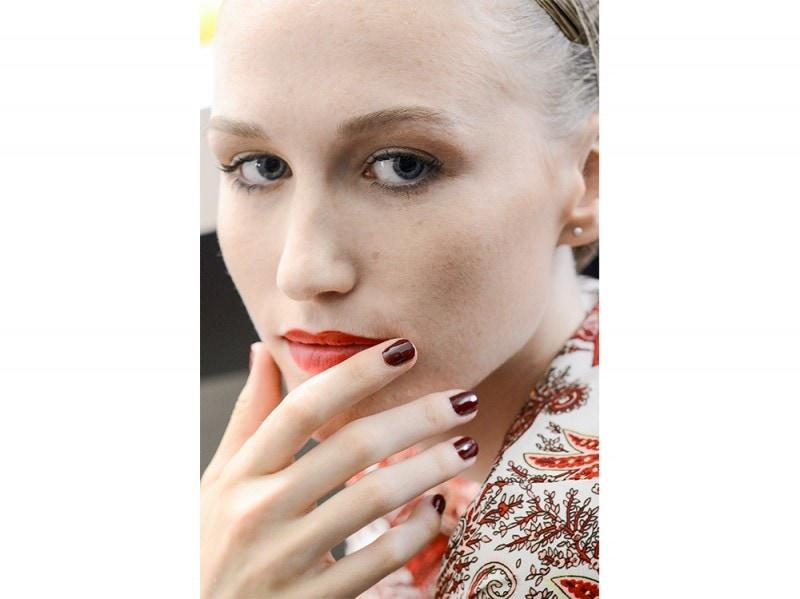 manicure-unghie-dark-autunno-inverno-2015-2016-sfilata-Stephane-Rolland