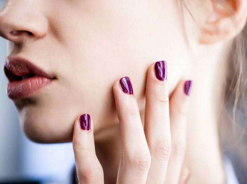 manicure-unghie-dark-autunno-inverno-2015-2016-sfilata-Vivetta