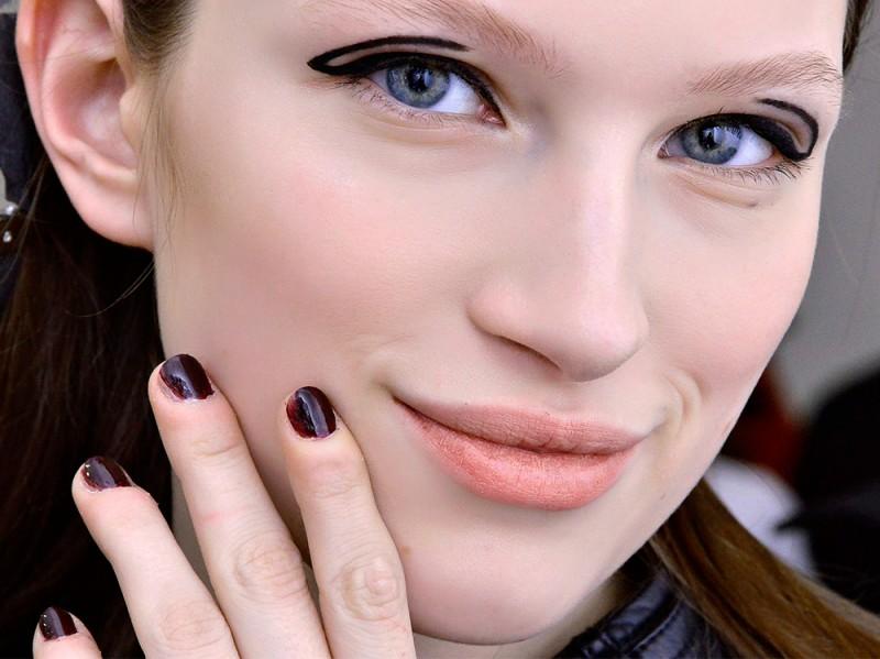 manicure-unghie-dark-autunno-inverno-2015-2016-sfilata-Yagal-Azrouel
