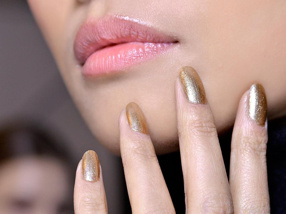 manicure-unghie-metal-autunno-inverno-2015-2016-sfilata-Dennis-Basso