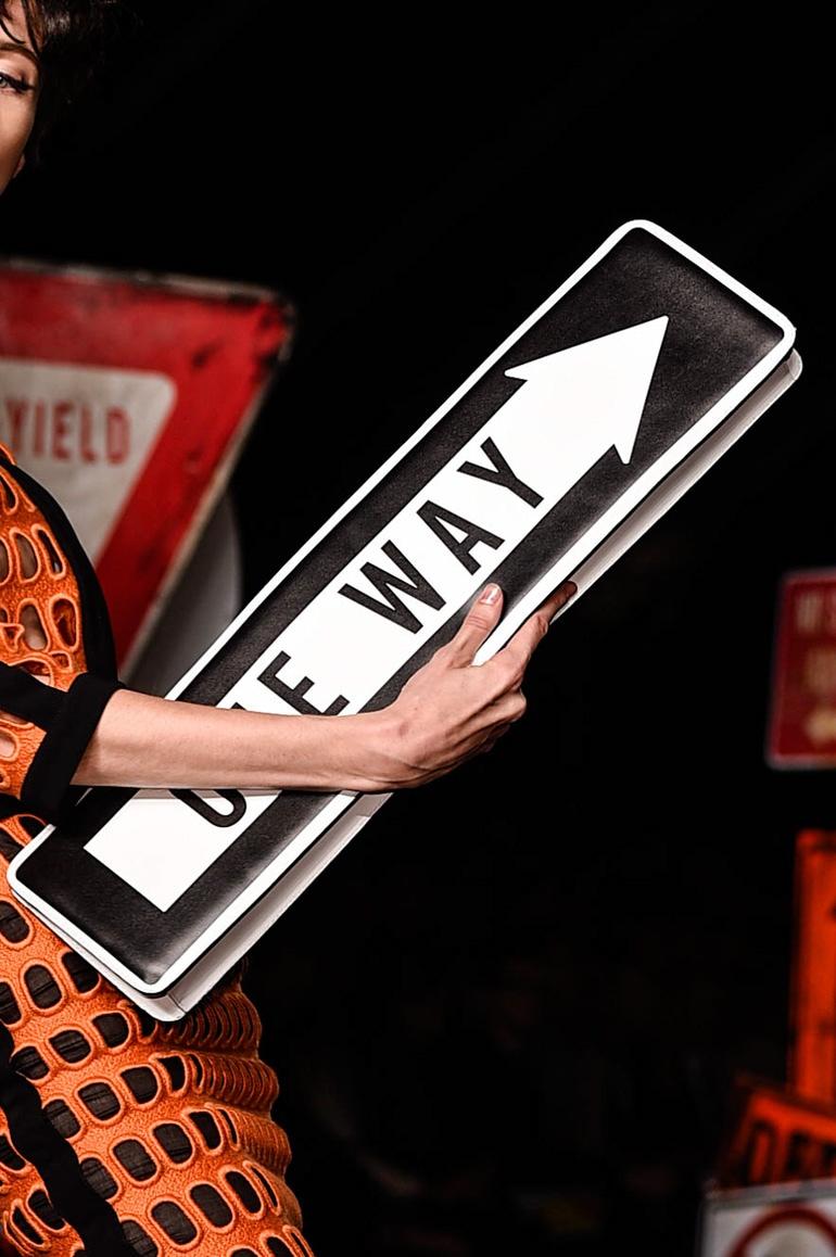 moschino-pochette-one-way-pe-2016