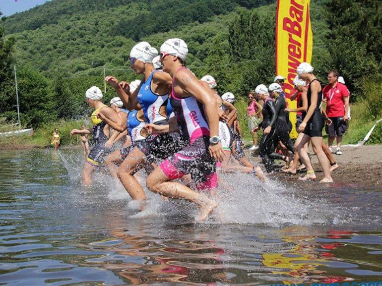 nuoto triathlon partenza