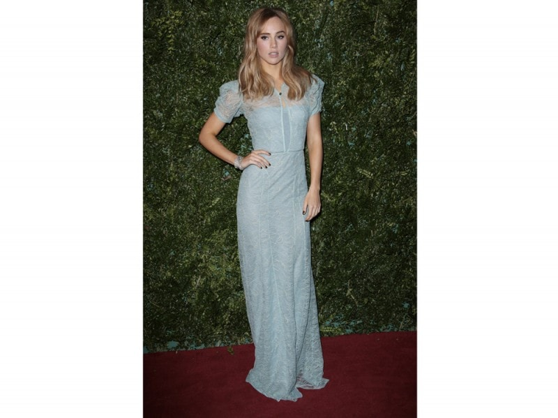 suki-waterhouse-abito-burberry-olycom