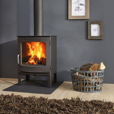 Una stufa a legna per l'inverno