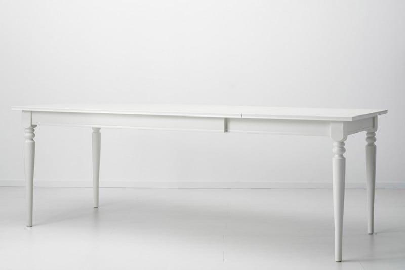 Un tavolo bianco