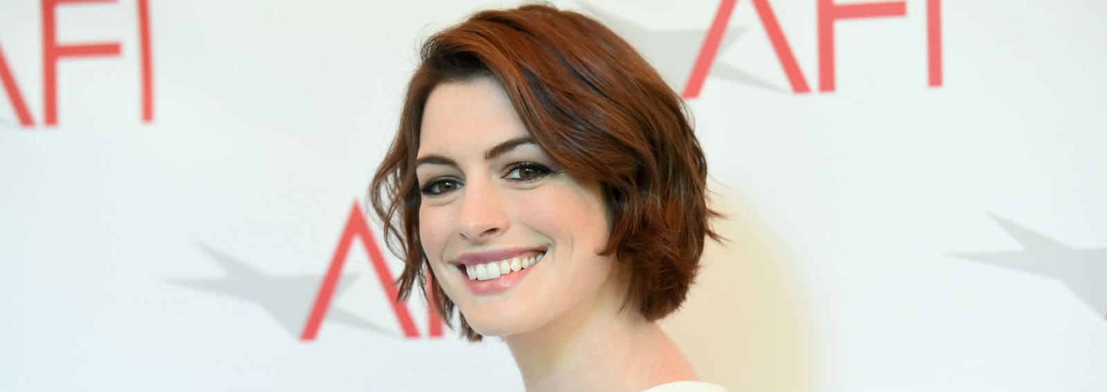 COVER-ANNE-HATHAWAY-CAPELLI-DESKTOP