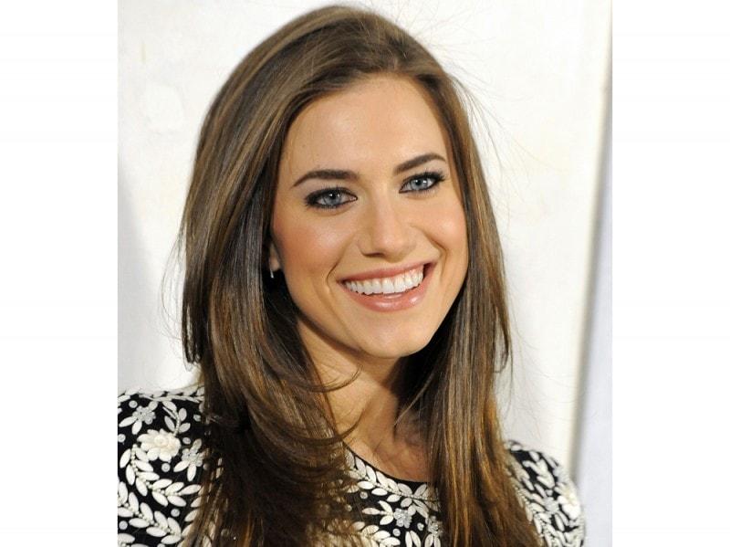 Allison Williams Capelli Lisci