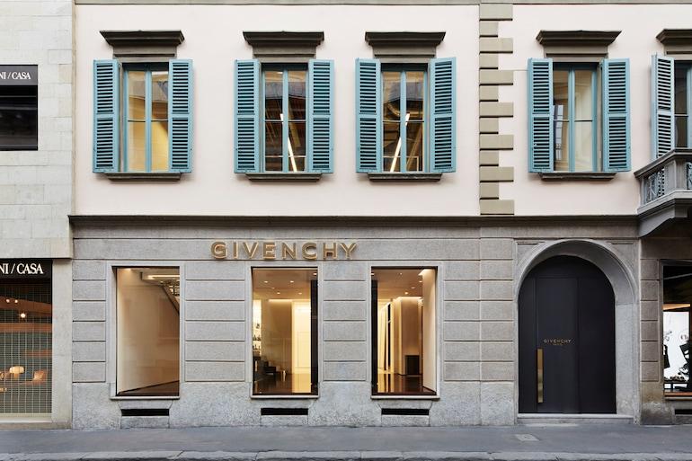 Givenchy inaugura il primo flagship store a Milano