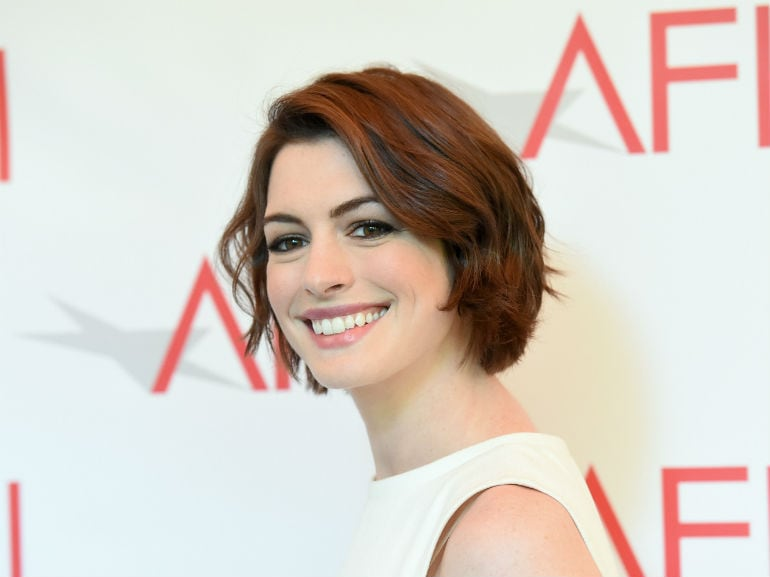 COVER-ANNE-HATHAWAY-CAPELLI-MOBILE