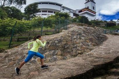 corpo-produce-calore-con-il-movimento-correre-in-inverno