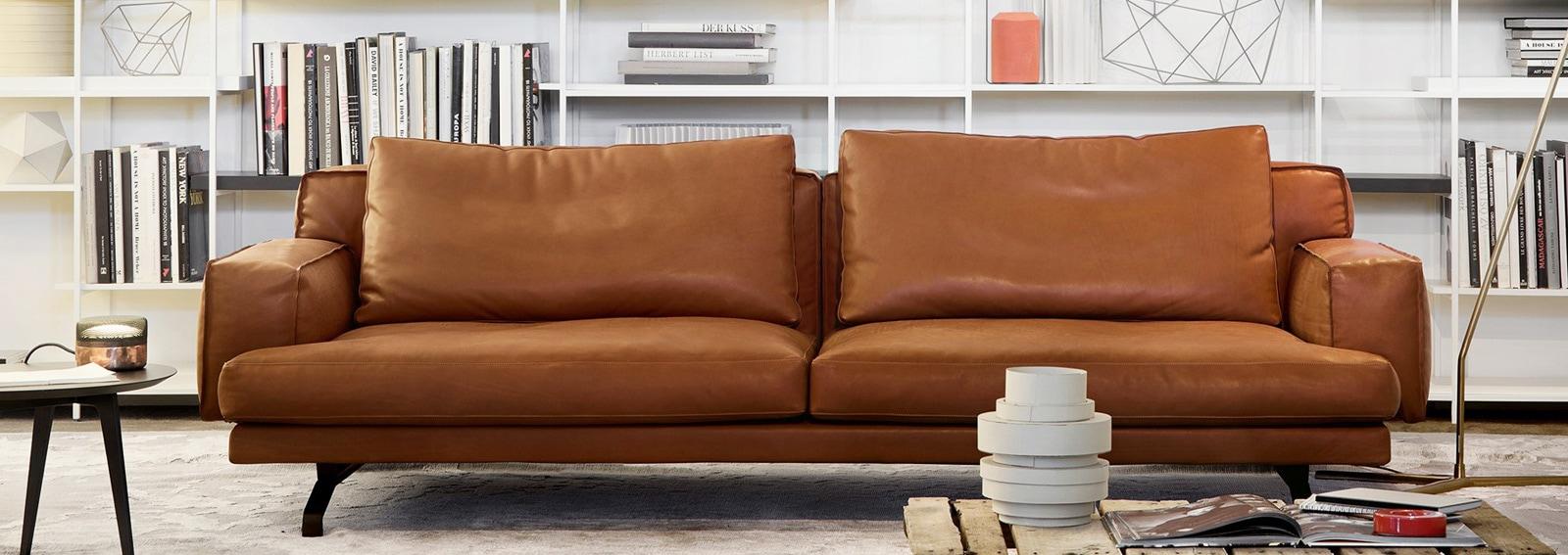 10 divani in pelle per arredare il soggiorno for Divani per salotto