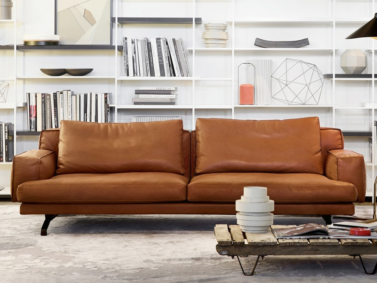 10 divani in pelle per arredare il soggiorno grazia for Divani per salotto