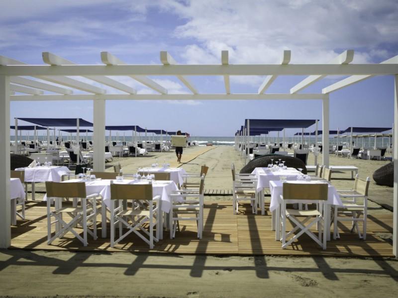 dalmazia tavoli in spiaggia 2 ceccotti