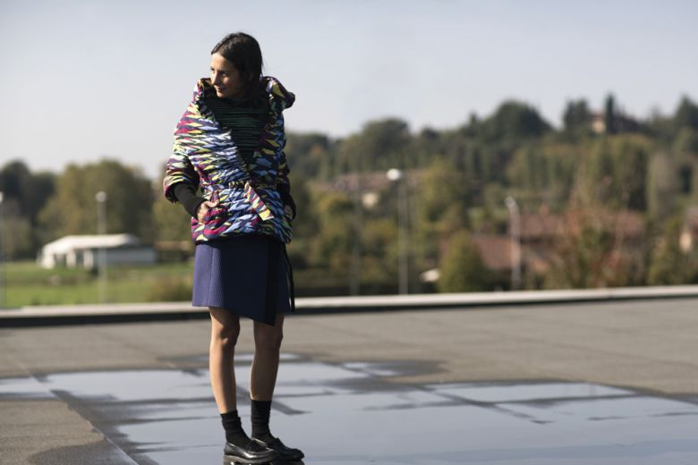 Michela Meni interpreta il nuovo piumino di M Missoni