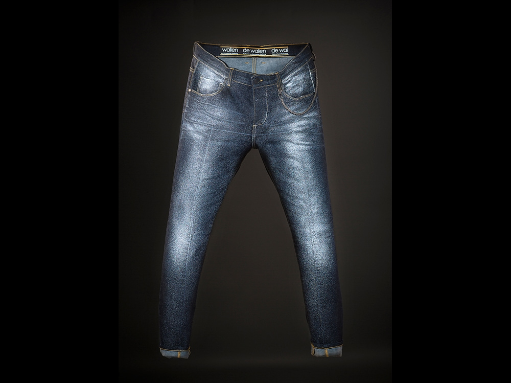 De-Wallen-reflective-denim-alta